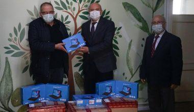 Edremit'te 123 öğrenciye tablet hediye edildi