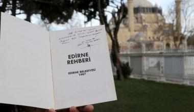 Belediye başkanı babasının imzaladığı kitap 33 yıl sonra mezatta ortaya çıktı