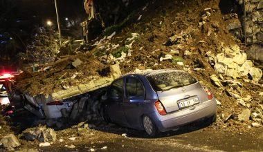 Kağıthane'de istinat duvarının çökmesi sonucu 4 araç zarar gördü