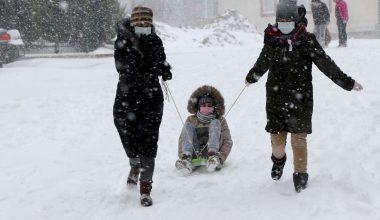 Kar sevinci sokağa çıkma kısıtlamasını unutturdu