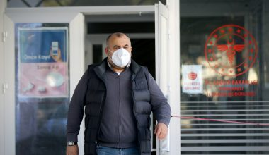 Sigarayı içtiği 35 yılın pişmanlığını yaşıyor
