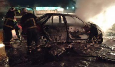 Tıra çarparak alev alan otomobildeki 3 kişi yaralandı