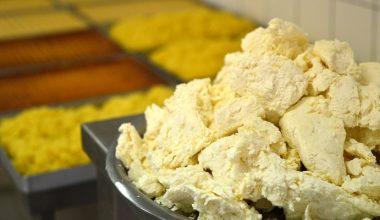 Peynir helvasını geleneksel tarifiyle 4 kuşaktır üretiyorlar
