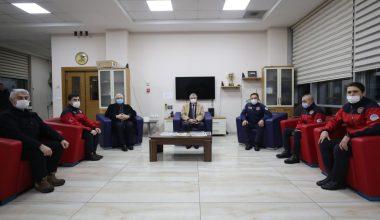 Sakarya Büyükşehir Belediye Başkanı Yüce'den nöbetteki görevlilere kandil ziyareti