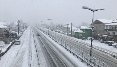 Doğu Marmara ve Batı Karadeniz'de kar yağışı devam ediyor