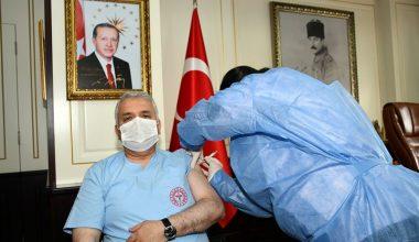 Tekirdağ Valisi Yıldırım, Kovid-19 aşısının ilk dozunu yaptırdı