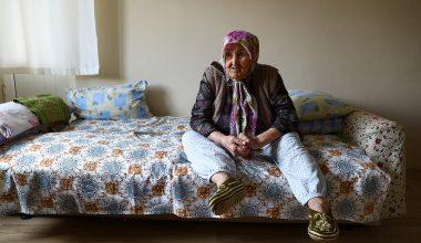 İki salgın dönemini yaşayan Safiye nine, fedakar sağlıkçılara duacı
