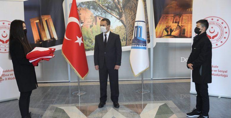 18 Mart törenlerinde göndere çekilecek Türk bayrağı Çanakkale'ye ulaştırıldı