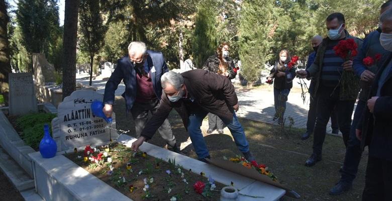 Merhum Başkan Önen, mezarı başında alındı
