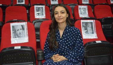 """Ayvalık'ta Kadın Oyunları Festivali kapsamında """"Dansöz"""" oyunu izleyiciyle buluştu"""