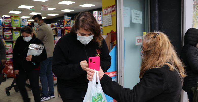 """""""Çok yüksek riskli"""" illerden Edirne'de vatandaşlar marketlere HES kodu sorgulaması yapılarak alınıyor"""