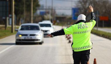 """""""Dur"""" ihtarı yapan polisten kaçtı… Araçtan uyuşturucu çıktı!"""