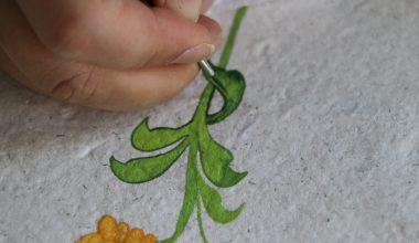 El yapımı kağıtlara 600 yıllık Osmanlı sanatı Edirnekari motiflerini işliyor