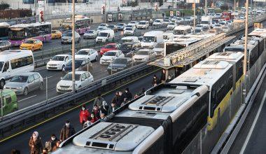 İstanbul'da, sokağa çıkma kısıtlamasının sona ermesiyle trafik yoğunluğu arttı