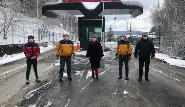 Dereköy Sınır Kapısı'nda görevli sağlık personelini ziyaret etti