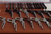 Kırklareli'nde yol kenarındaki poşette 16 silah!