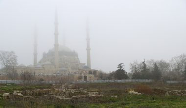 Selimiye minareleri sisten kayboldu