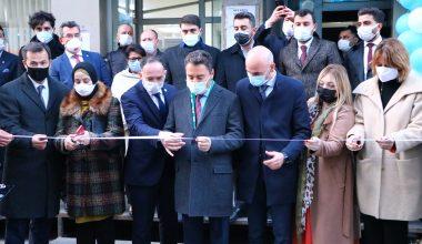 Babacan, partisinin Kapaklı ve Saray'daki binalarının açılışını yaptı