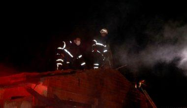 Evin bahçesinde çıkan yangın, çevredeki evlere sıçradı!