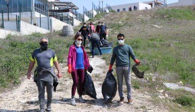 Doğaseverler kısıtlamada çevre temizliği yaptı