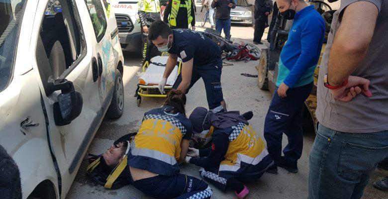 Araçla motosikletin çarpıştığı kazada 2 kişi yaralandı