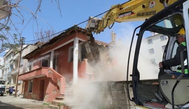 Metruk binalar tek tek yıkılıyor!
