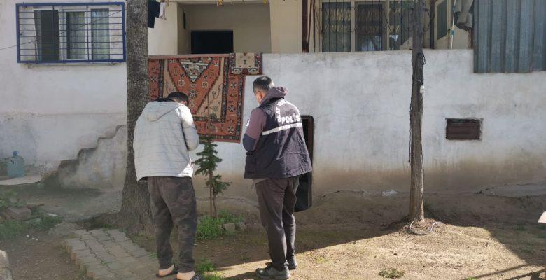 Kocaeli'de bir evin müştemilatından hırsızlık anı güvenlik kamerasına yansıdı