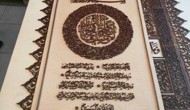 Naht sanatkarı Kabe'nin altın kapısını tabloya nakşetti
