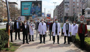 Sağlık çalışanlarından Kovid-19'a karşı farkındalık yürüyüşü