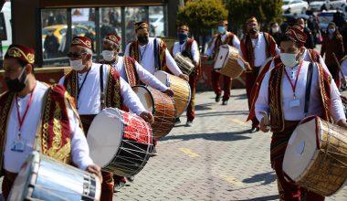 Ramazan davulcuları sokakları gezerek maniler eşliğinde vatandaşları selamladı