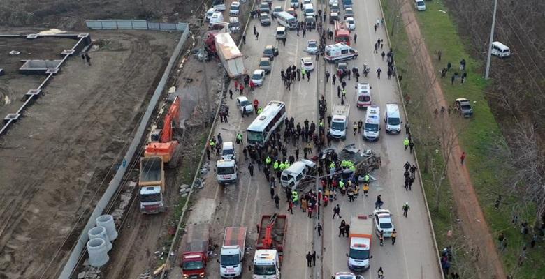 """4 kişinin öldüğü tır kazasına """"bakımsız fren"""" sistemi neden olmuş!"""