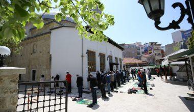 Vatandaş, ikametine en yakın camide cuma namazlarını kıldı