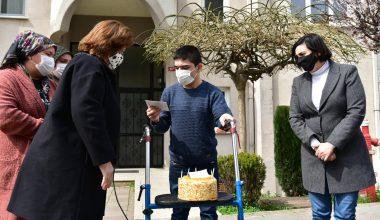 Engelli gence doğum günü sürprizi