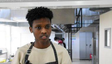 """Uluslararası öğrenciler özlem duydukları """"anne yemekleri"""" için arkadaşlarıyla mutfağa girdi"""