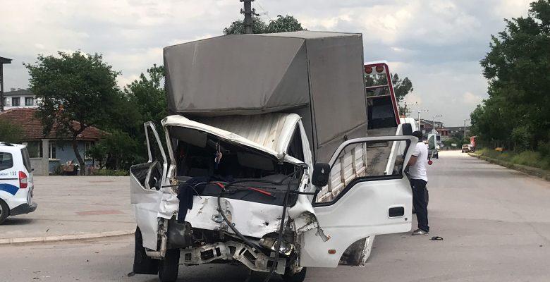 Kocaeli'de 1 kişinin yaralandığı zincirleme trafik kazası güvenlik kamerasına yansıdı