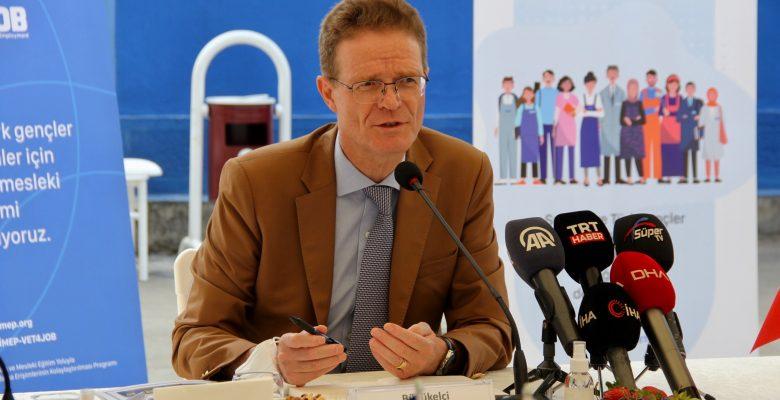 AB Türkiye Delegasyonu Başkanı Meyer-Landrut, İnegöl Mesleki Eğitim Merkezini ziyaret etti:
