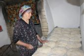 Taş fırında pişirdiği ekmekler, gelir kaynağı oldu