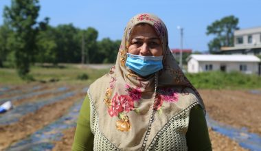 Çiftçi çocuklarının atıl araziye ektiği ürünler eğitim hayatlarına katkı sağlayacak