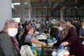 Kırklareli'nde halk pazarında pazarcılar ve vatandaşlar aşılandı