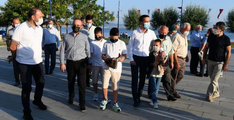 AK Parti Grup Başkanvekili Turan, bayram namazını Lapseki'de kıldı