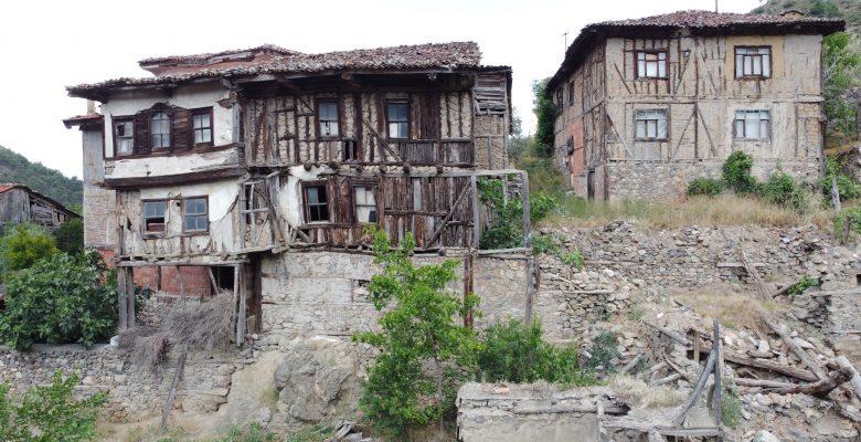 Eski evlerin restorasyonla geleceğe aktarılmasını istiyorlar