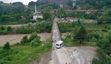 Sakarya ve Bolu'da kuvvetli sağanak nedeniyle bazı yollarda çökme oluştu