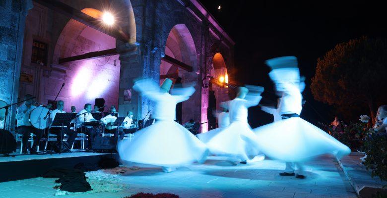 Tarihi caminin avlusunda sema gösteri düzenlendi