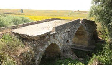 Tarihi köprü yıllara meydan okuyor