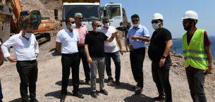 Assos'ta devam eden kaya ıslahı çalışmalarını inceledi