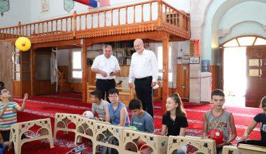 Kur'an Kursu öğrencilerini ziyaret etti
