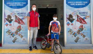 Yangından etkilenenlere yardım için bisikletini bağışladı