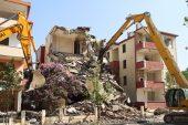 Deprem riski taşıyan 3 blok yıkılmaya başlandı