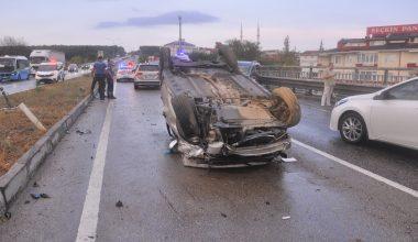 Karşı şeride geçen otomobil iki araca çarptı!