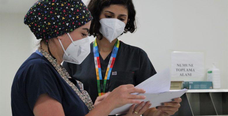 Bebeğini göremeden ölen annenin üzüntüsünü yaşayan doktordan aşı çağrısı